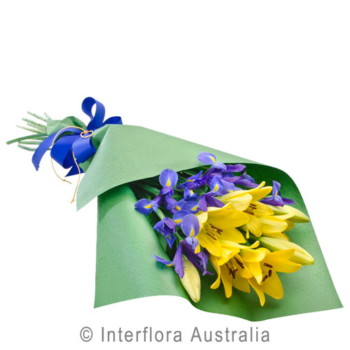 Award winning arrangement by florist Dianne Sinclair. Flowers in Victor Harbor. Flowers South Australia, flowers Australia, flowers Yankalilla, all flowers, gift baskets, arrangements, bouquets, Goolwa, Middleton, Port Elliot,
